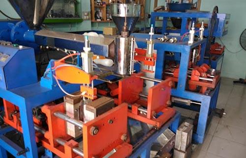 Nguyên lý hoạt động của máy thổi chai HDPE
